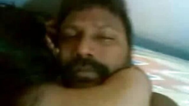व्हाइट मैन एक गर्म सेक्सी वीडियो में हिंदी मूवी BBW आबनूस लड़की का हस्तमैथुन करता है