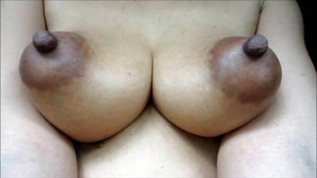 सुनहरे बालों वाली दादी हिंदी फिल्म सेक्सी एचडी में दो बड़े लंड निगलती है
