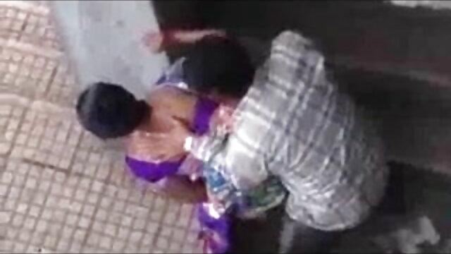 अपने सेक्सी मूवी हिंदी में विकृत माता-पिता के साथ बुरा 3some