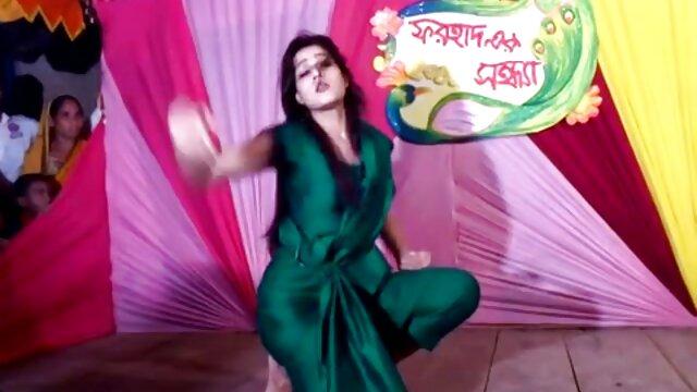 देसी चाची गड़बड़ हो हिंदी में फुल सेक्सी मूवी रही है