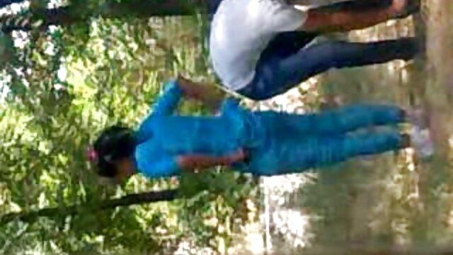 छोटे डिक दोस्त ताना मारा सेक्सी हिंदी मूवी वीडियो में