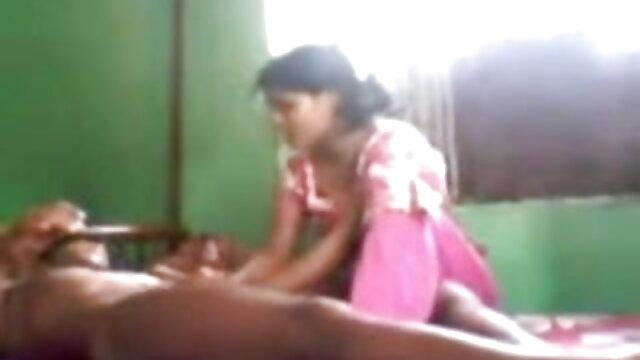 चलो सेक्सी एचडी मूवी हिंदी में मम्मी टक यू इन बेड