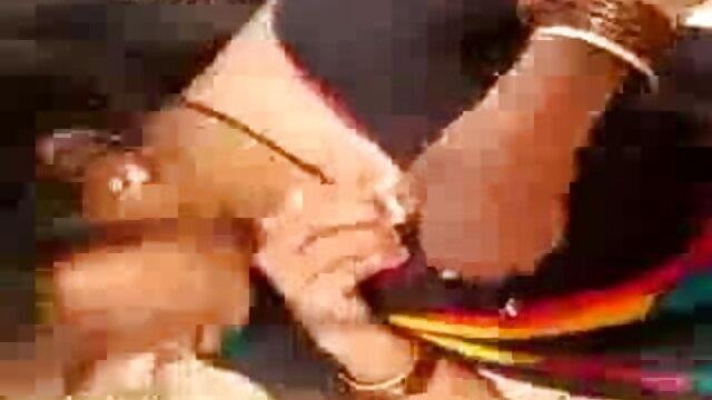 गर्म सेक्सी वीडियो हिंदी मूवी में शौकिया अश्लील में घुंघराले शौकिया GF से हैंडजोब