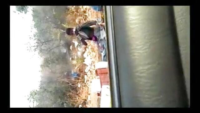 एशियाई लड़की एक खड़ी कार में सेक्सी मूवी पिक्चर हिंदी में डिक और निगल लेती है