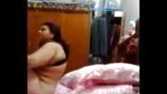 परम दुबली लड़की उसके शरीर से सेक्सी मूवी मूवी हिंदी में चिढ़ती है