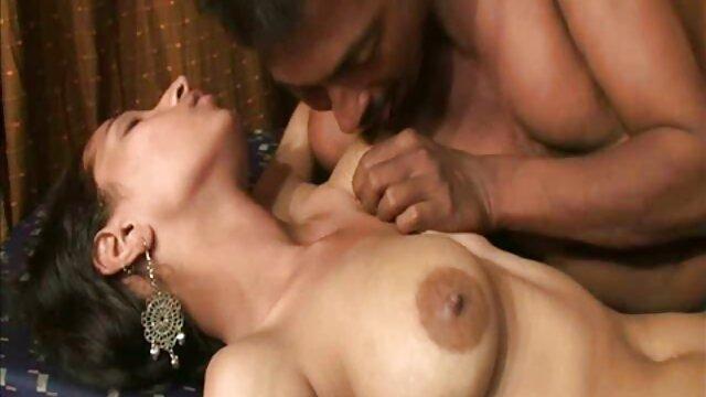 आकर्षक स्तन, बालों वाली जवानी और आदमी के साथ सुंदर माँ हिंदी में सेक्सी पिक्चर मूवी