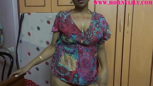 बालों वाली योनी, छोटे स्तन और आदमी के साथ सेक्सी मूवी फिल्म हिंदी में मोटा माँ