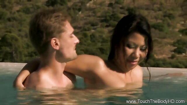 चार्ली की सेक्सी वीडियो हिंदी मूवी में परिया