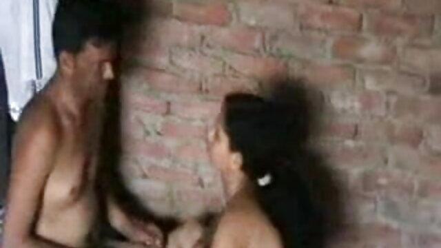 जॉनी ब्लैक के पास एक डीपी है जबकि हिंदी में सेक्सी वीडियो मूवी उसके पति देखते हैं