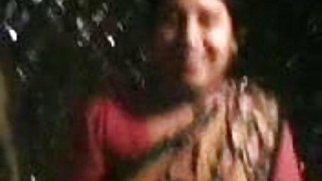 बालों वाली परिपक्व माँ और उसका लड़का! शौक़ीन व्यक्ति! हिंदी में सेक्सी मूवी फिल्म