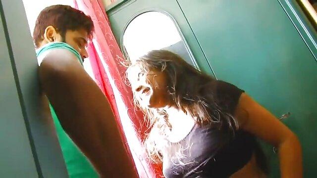 ब्लोंड चब्बी स्लट वेश्या हस्तमैथुन हिंदी में सेक्सी फिल्म मूवी में शावर