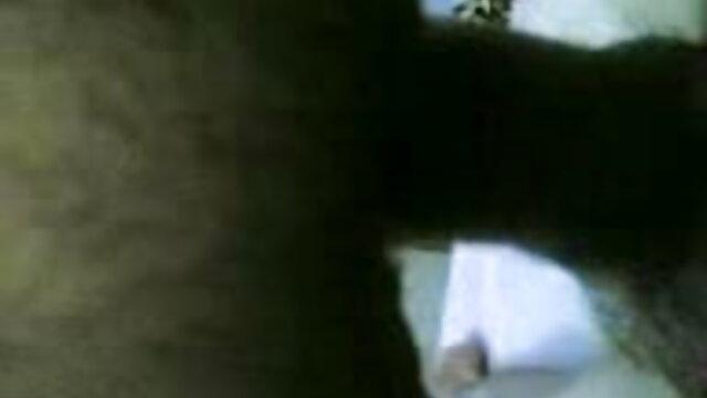 विशाल दूध भरे स्तनों से खेलता सेक्सी मूवी एचडी हिंदी में था