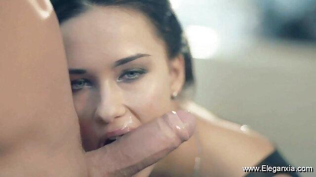 त्रिगुट किसी हिंदी में सेक्सी मूवी वीडियो में न किसी सेक्स पार्टी।