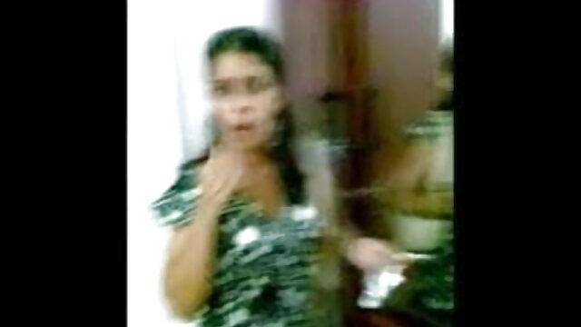 पापा - हिंदी में सेक्सी मूवी वीडियो एक बस्टी बेब उड़ता है