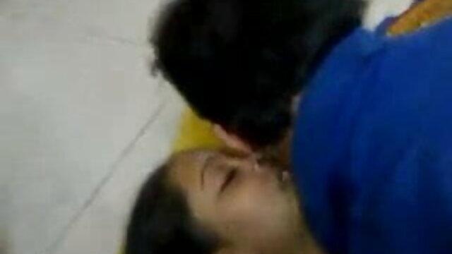 पूल में एक सुंदर लड़की को चोदता है फुल सेक्सी मूवी हिंदी में