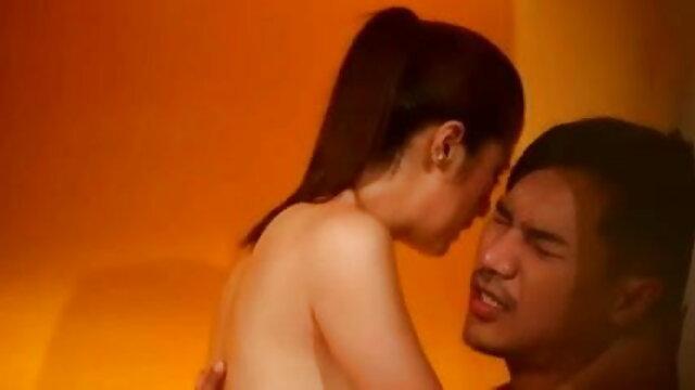 लैटिना सेक्स सेक्सी मूवी हिंदी में वीडियो खिलौना blowjob देता है