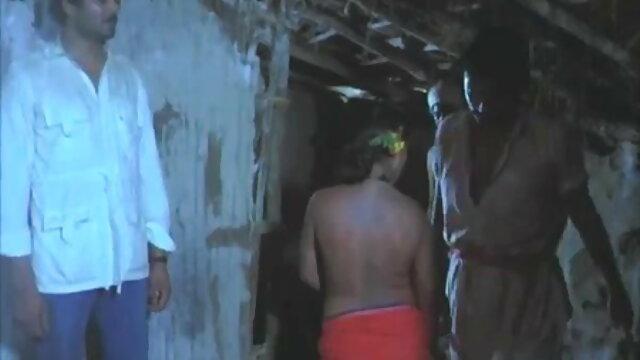 मालिश से लड़कियों की चूत हिंदी में सेक्सी मूवी वीडियो गीली हो जाती है