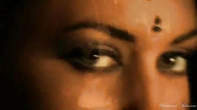 चड्डी में अंग्रेजी लड़की का मूवी सेक्सी फिल्म वीडियो में सामना
