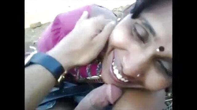 लड़की blowjob हिंदी में सेक्सी वीडियो फुल मूवी और स्तन के बीच बकवास
