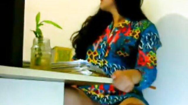 दो लड़कियां हिंदी में सेक्सी मूवी वीडियो एक हंडजोब देती हैं