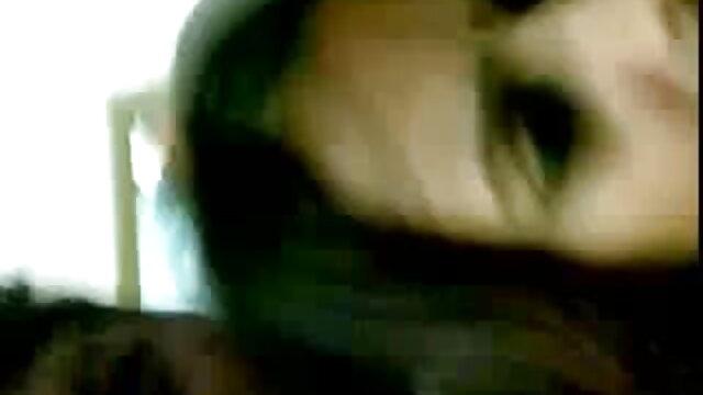 पकड़ी गई सेक्सी मूवी मूवी हिंदी में महिला खुद का आनंद लेते हुए 12