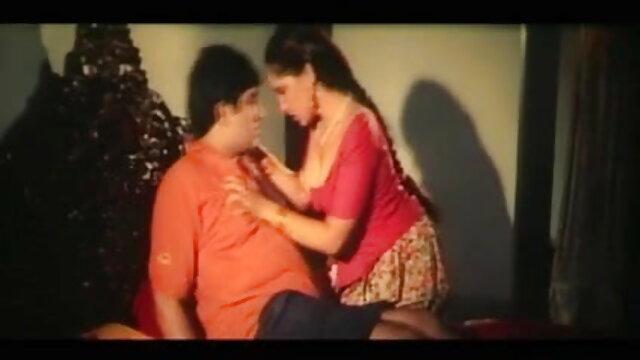सींग का बना हुआ युवा गोरा उसे चोदने के लिए अपने पुराने पति को चिढ़ाता हिंदी फिल्म सेक्सी एचडी में है