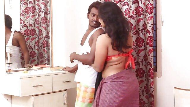 जेसिका हिंदी सेक्सी मूवी वीडियो में उसकी बिल्ली होंठ पर tugs