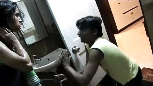 धनी अमीर हिंदी में सेक्सी मूवी वीडियो कुतिया spanks नौकरानी 2