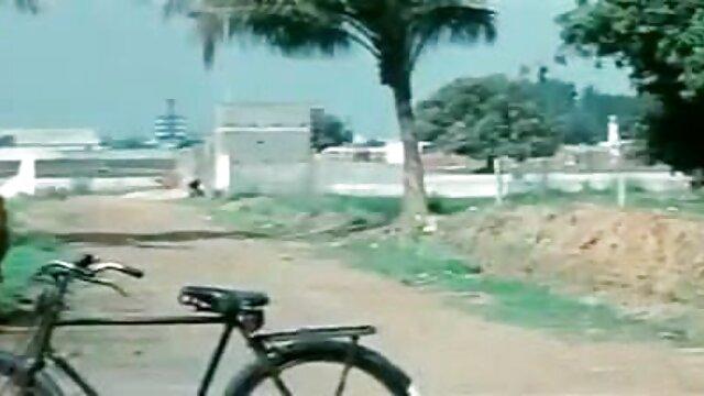लड़की को हिंदी सेक्सी मूवी वीडियो में छेड़ दिया और खिलौना दिया