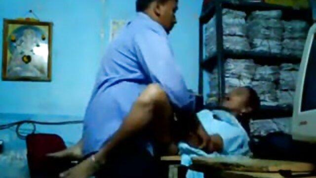 पापा - फ्लैट फूहड़ बड़े रॉड के साथ एक दोस्त द्वारा गड़बड़ हो जाता है मूवी सेक्सी फिल्म वीडियो में