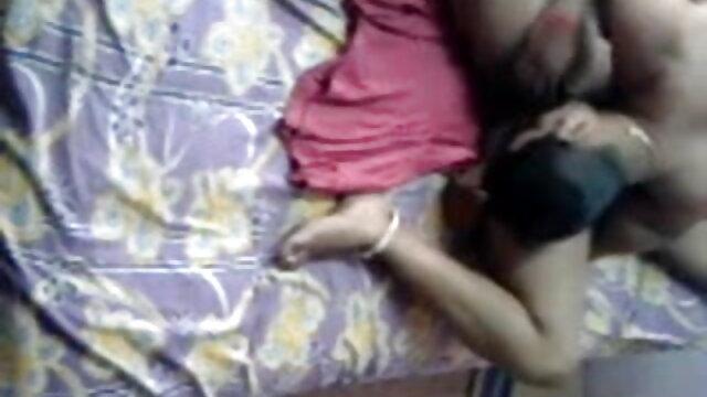 बन्नी हिंदी सेक्सी मूवी वीडियो में और निकोल एक ही दिन